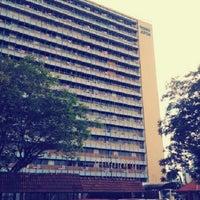 Foto diambil di Jabatan Ukur Dan Pemetaan Malaysia (JUPEM) oleh Ridzuan H. pada 10/7/2012