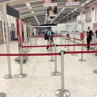 Foto tomada en Aeropuerto Internacional Palonegro (BGA) por Ricardo A. el 11/22/2013