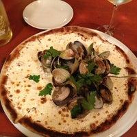 Photo prise au Otto Enoteca Pizzeria par Gerald E. le12/29/2012