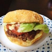 Das Foto wurde bei Burger Shoppe von Darryl H. am 6/1/2013 aufgenommen