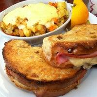 รูปภาพถ่ายที่ Diner Deluxe โดย Melanie O. เมื่อ 10/13/2012