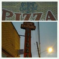 Foto tomada en Grant Central Pizza por Terrence S. el 12/12/2012