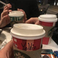 Photo prise au Starbucks par Yeliz E. le11/14/2018