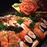 Foto tirada no(a) Sashiburi Sushi House por Giselle G. em 10/14/2014