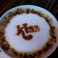 Снимок сделан в Best Coffee House пользователем Ozcan O. 6/17/2013