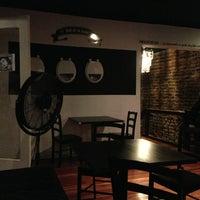 3/3/2013 tarihinde Belen A.ziyaretçi tarafından Bar The Clinic'de çekilen fotoğraf