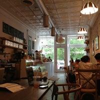 6/8/2013にAngela K.がbwè kafeで撮った写真