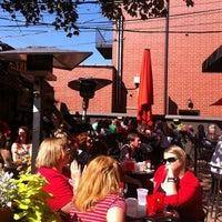 Foto tirada no(a) Kirkwood Bar & Grill por Mark T. em 9/15/2012