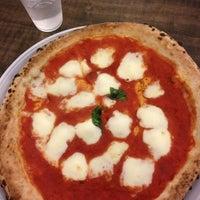 Foto scattata a Pizzeria O' Vesuvio Napoletana Forno Legna da Dilara Ç. il 2/28/2013