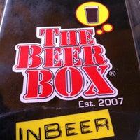 4/17/2013 tarihinde Arturo G.ziyaretçi tarafından The Beer Box'de çekilen fotoğraf