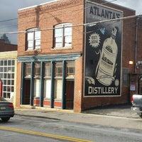 Foto tomada en Old 4th Distillery por Noemi R. el 12/17/2015