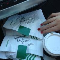 Снимок сделан в Starbucks пользователем Rose E. 1/4/2013