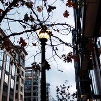 รูปภาพถ่ายที่ CityCenter DC โดย H A เมื่อ 1/11/2020