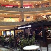 Снимок сделан в Starbucks пользователем Cagatay 2/25/2013