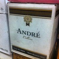 Das Foto wurde bei Mister Wright Fine Wine & Spirits von Andre A. am 1/26/2013 aufgenommen