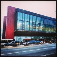 Foto scattata a Museu de Arte de São Paulo (MASP) da Alexandre D. il 1/17/2013
