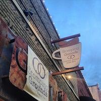 Foto tomada en Stomping Grounds Coffee & Wine Bar por Alex R. el 12/5/2012