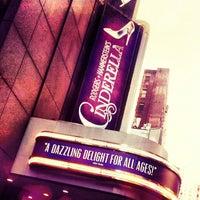 Foto tirada no(a) Cinderella on Broadway por Isabela M. em 5/9/2013