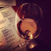 Foto diambil di Winewood Grill oleh lanamaniac pada 10/20/2013