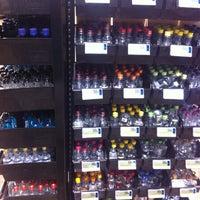 รูปภาพถ่ายที่ Hazel's Beverage World โดย Jennifer G. เมื่อ 11/21/2012