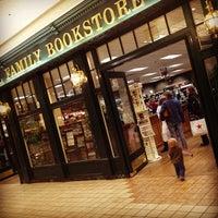 Foto scattata a Rogue Valley Mall da Adam W. il 2/3/2013