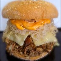 Das Foto wurde bei Curley's Q BBQ Food Truck & Catering von Curley's Q BBQ Food Truck & Catering am 10/3/2012 aufgenommen