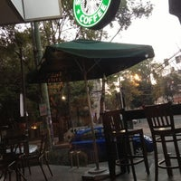 Photo prise au Starbucks par Ruben G. le12/14/2012