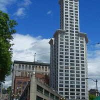 Foto scattata a Smith Tower da HISTORY il 9/19/2012