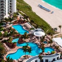 3/4/2014 tarihinde Trump International Beach Resortziyaretçi tarafından Trump International Beach Resort'de çekilen fotoğraf