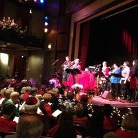 Foto scattata a Old Town School of Folk Music da Hadi S. il 12/15/2012
