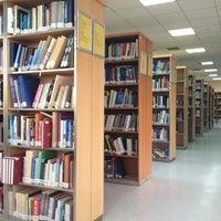 Foto diambil di Merkez Kütüphane oleh Miranda M. pada 10/19/2012