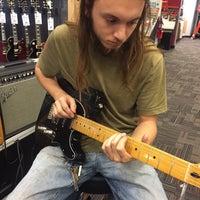 11/10/2016 tarihinde Brittany A.ziyaretçi tarafından Guitar Center'de çekilen fotoğraf