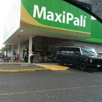 Das Foto wurde bei MaxiPalí von Jason Steap✌🎼🎵🎶®❗ am 9/29/2012 aufgenommen