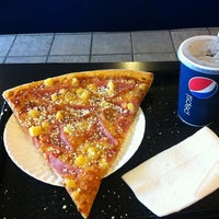 Foto tomada en Monster Pizza por Jason Steap✌🎼🎵🎶®❗ el 12/13/2012