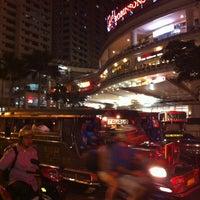 Photo prise au Robinsons Place Manila par Mich L. le10/22/2012