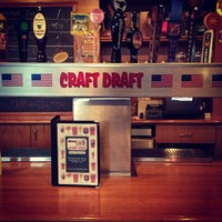 Foto tomada en Sharp Edge Beer Emporium por Angelica el 4/14/2013