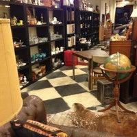 1/6/2013에 Ana N.님이 Cure Thrift Shop에서 찍은 사진