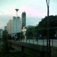 Das Foto wurde bei Praça Franklin Roosevelt von Vilmar b. am 11/20/2012 aufgenommen