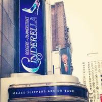 Foto tirada no(a) Broadway Theatre por Amanda K. em 3/24/2013