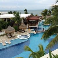 Das Foto wurde bei Excellence Playa Mujeres von Vallery am 5/28/2013 aufgenommen