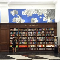 8/11/2015에 Mike T.님이 Rizzoli Bookstore에서 찍은 사진