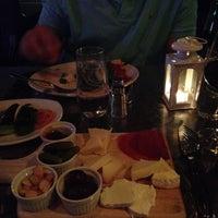 Photo prise au Serena's Wine Bar-Cafe par Liz K. le9/14/2015