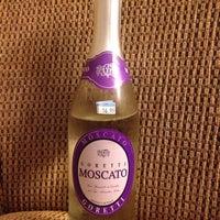 Foto tirada no(a) Pacific Liquor por Nigel C. em 10/11/2014
