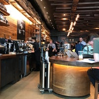 Photo prise au Starbucks Reserve par Kathryn L. le6/7/2018