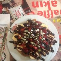 4/14/2013 tarihinde Ecenur K.ziyaretçi tarafından Waffle'cı Akın'de çekilen fotoğraf