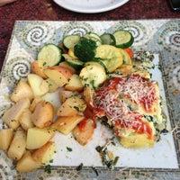 Das Foto wurde bei My Big Fat Greek Restaurant von Andreina R. am 5/22/2013 aufgenommen