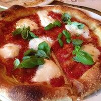 Foto scattata a Pizzeria Mozza da Victoria A. il 12/8/2012