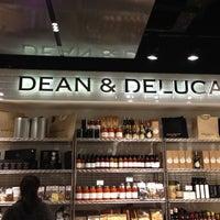 Снимок сделан в Dean & Deluca пользователем Selin S. 1/11/2013