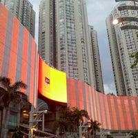 Photo prise au Mal Taman Anggrek par Trie Y. le12/24/2012
