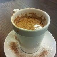 Das Foto wurde bei Kahawa Cafe von Grace G. am 12/22/2012 aufgenommen